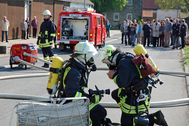 Schauübung der Feuerwehr Erlach