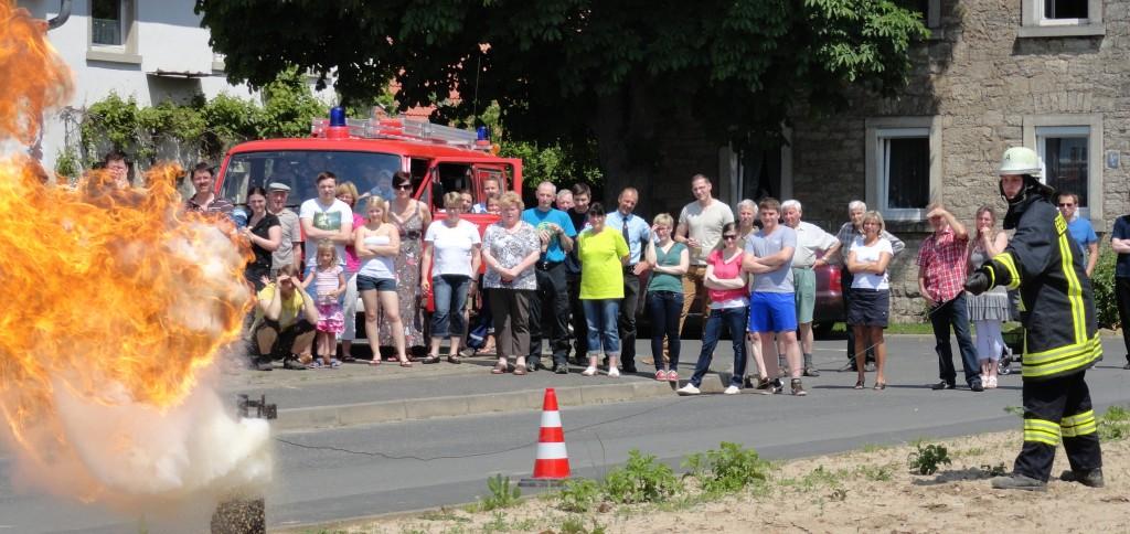 Fettbrandvorführung am Tag der offenen Tür des Feuerwehrverein.