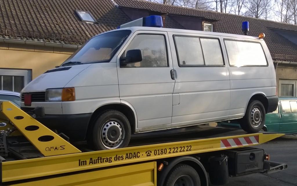 Polizeibus ohne Beklebung