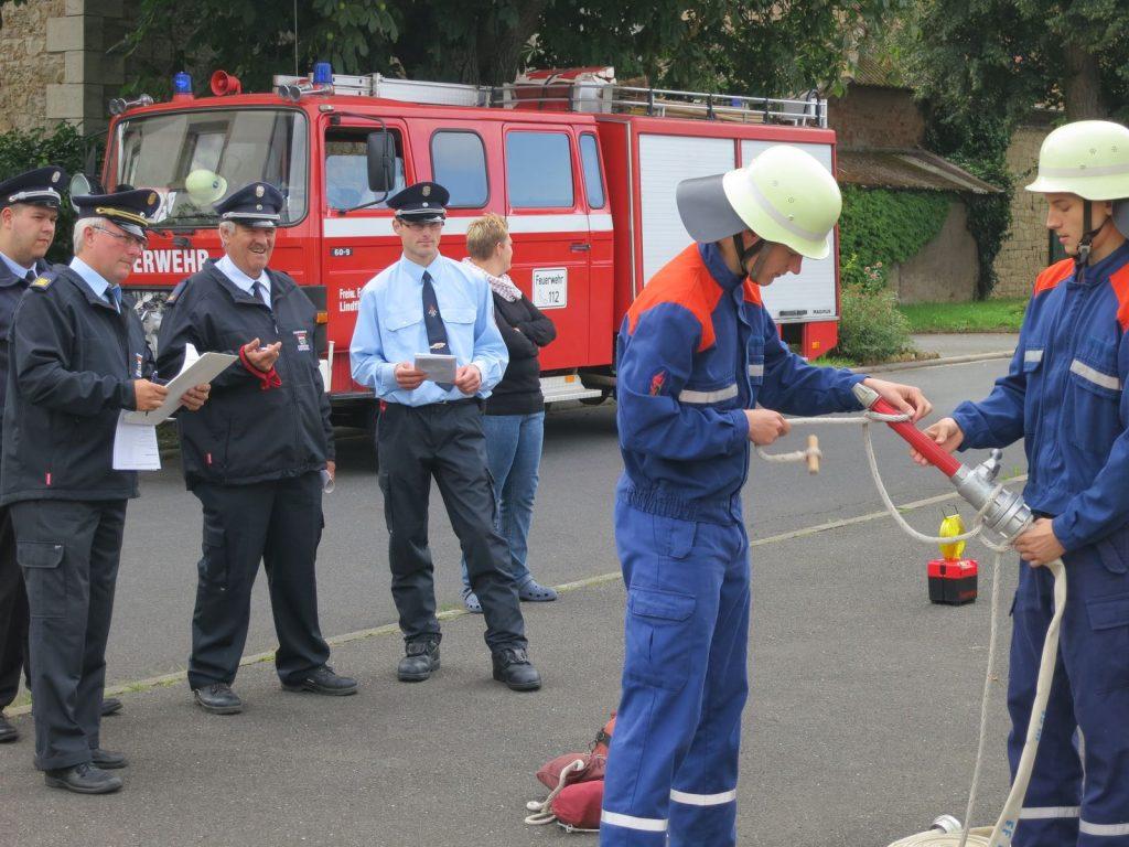 Befestigen einer Feuerwehrleine